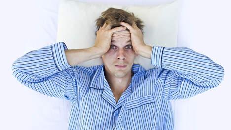 man-slapeloosheid-pyama